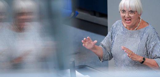 Bundestagsvizepräsidentin Claudia Roth fordert Studie über Rechtsextremismus bei Bundestagspolizei