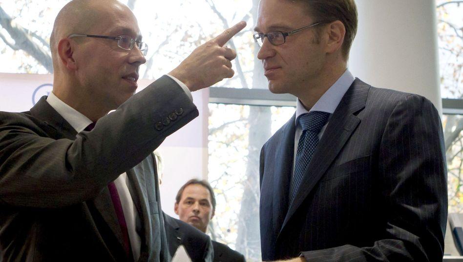 EZB-Direktor Asmussen, Bundesbank-Chef Weidmann (Archivbild): Nicht immer in dieselbe Richtung