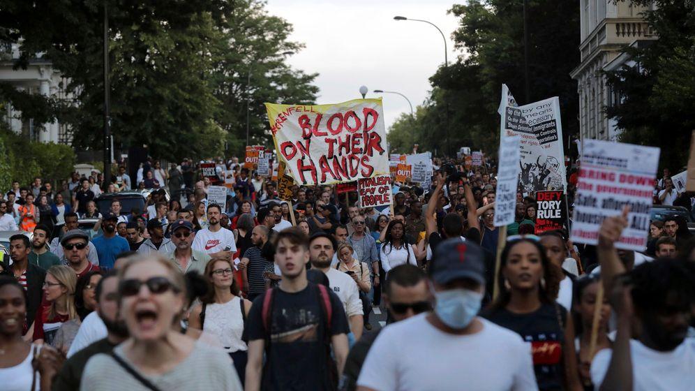Fotostrecke: Proteste nach Brandkatastrophe in London