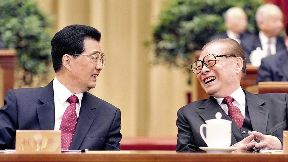 Präsident Hu, Vorgänger Jiang: Auftritt eines Totgesagten
