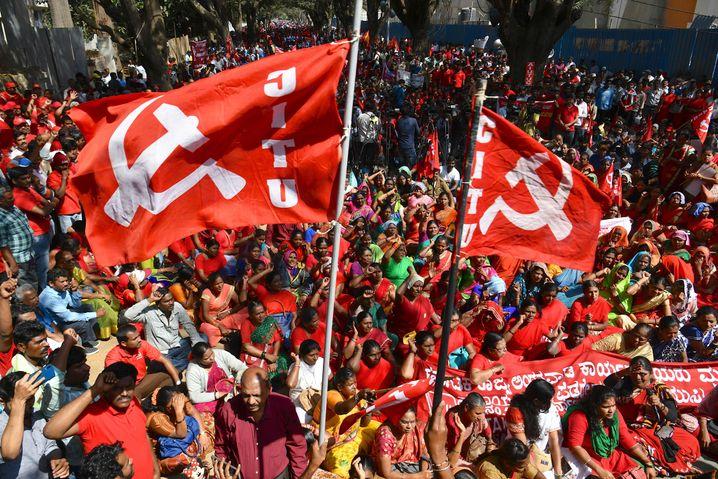 Kommunistische Demonstranten in Indien: Mit Hammer und Sichel gegen Wirtschaftsreformen