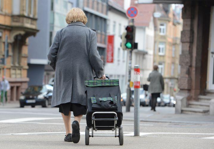 Seniorin in Stuttgart