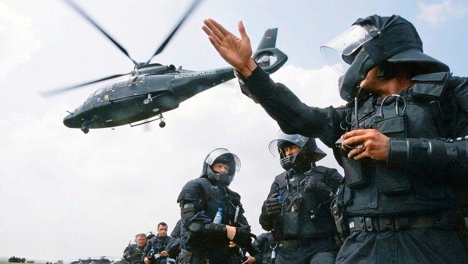 Bundespolizisten im Einsatz: Funkausfall kann Lebensgefahr bedeuten