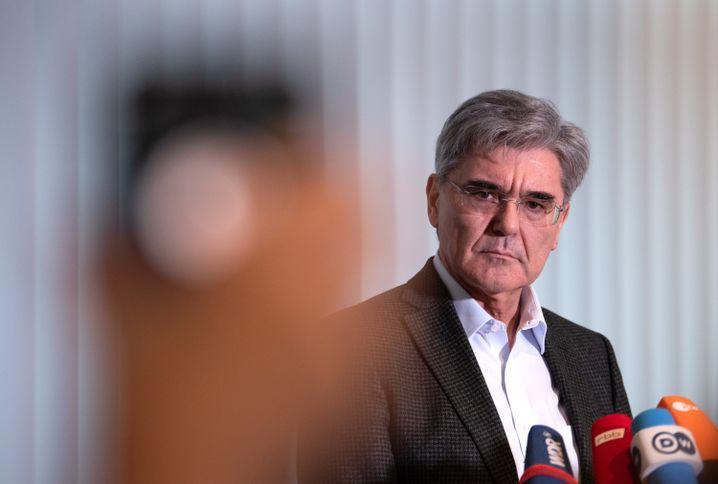 Joe Kaeser am 10. Januar in Berlin: Der Siemens-Chef steht blamiert da