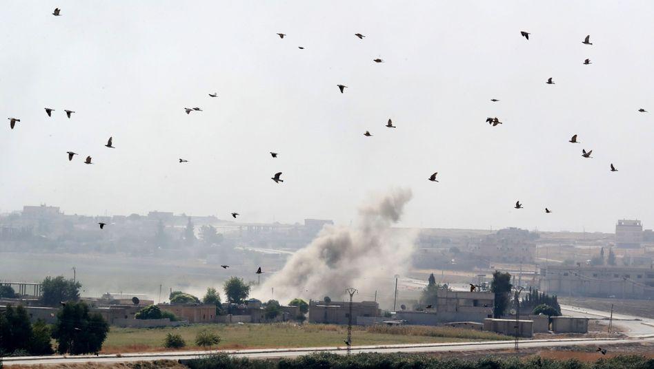 Explosion in Nordsyrien nach türkischem Beschuss: Assads Truppen rücken an