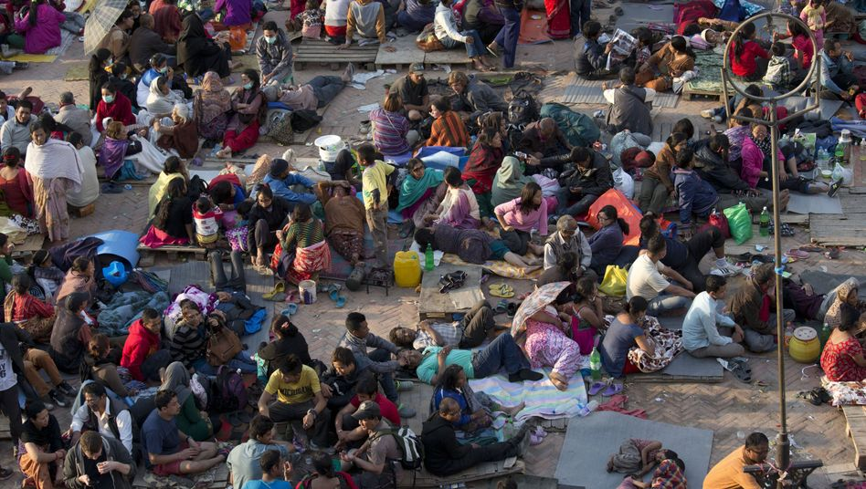Überlebende des Erdbebens auf dem Basantapur-Durbar-Platz in Kathmandu