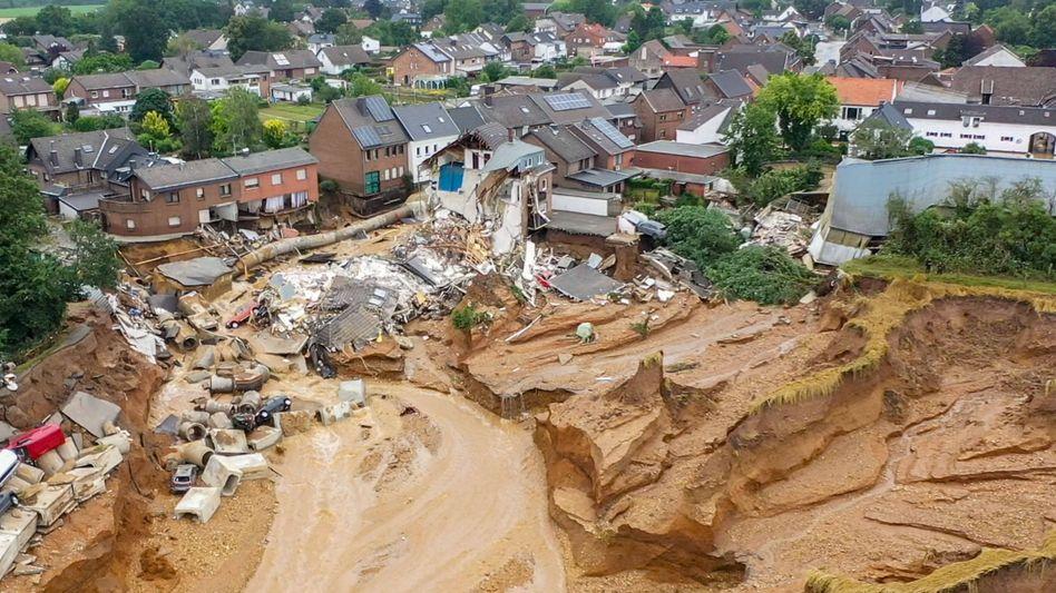 Erdrutsch im Erftstädter Ortsteil Blessem: Die Kante bleibt ein Risiko