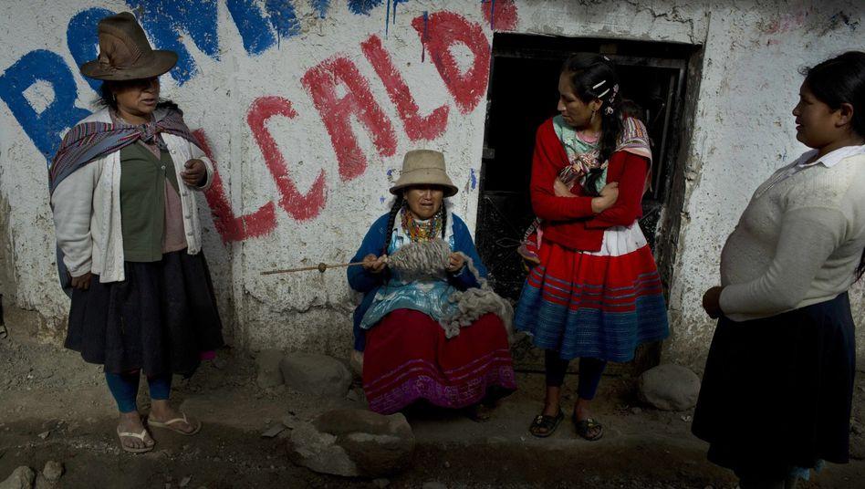 Frauen vor einem Haus in Huaraz (im Dezember 2014)