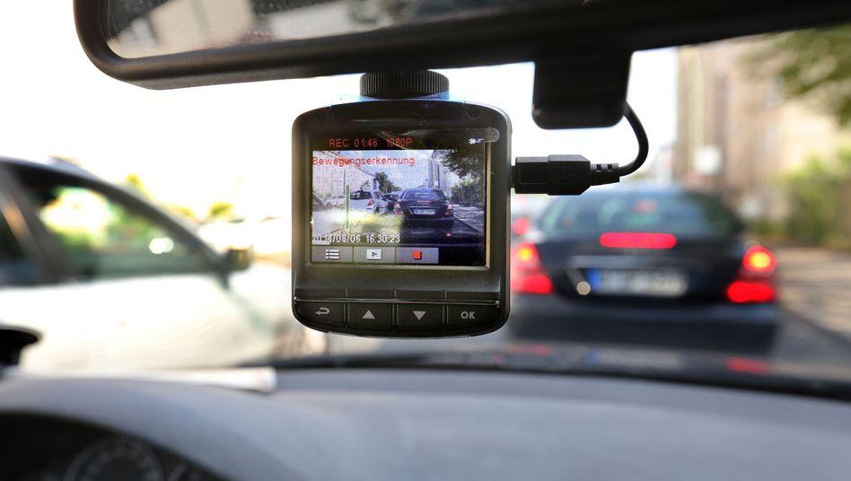 Dashcam: Umstrittene Kameras im Auto