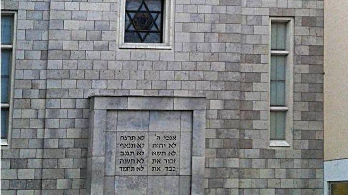 Die Stuttgarter Synagoge, hier in einer Darstellung von 1890, wurde in der Pogromnacht 1938 zerstört. Der Neubau stammt von 1951. (Fotos: Günter Häufele/Carl Offterdinger)