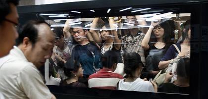 Überfüllte U-Bahn in Peking: Pkw-Fahrverbot löst Ansturm aus