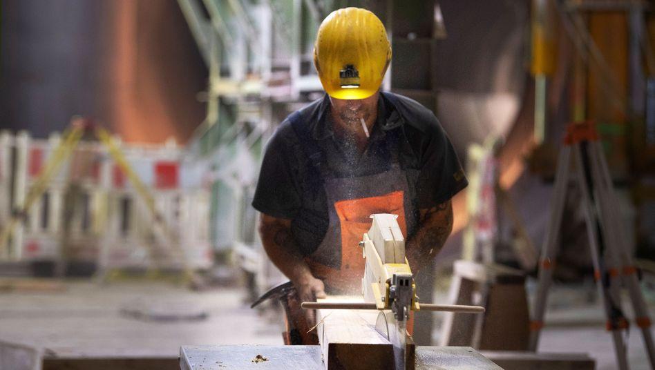 Bauarbeiter in Stuttgart: Regierung auf dem falschen Fuß erwischt?