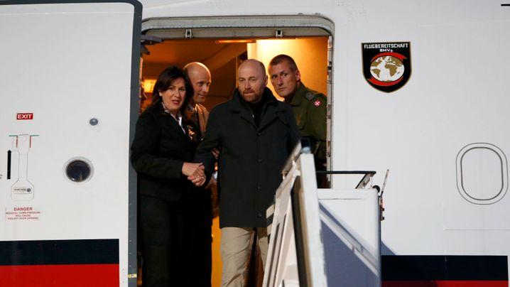 Freigelassene Militärbeobachter: Rückkehr nach Berlin