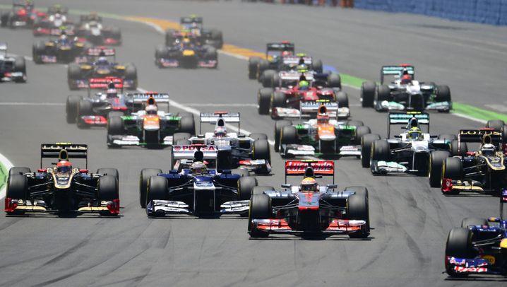 Formel 1 in Valencia: Alonso siegt, Vettel scheidet aus