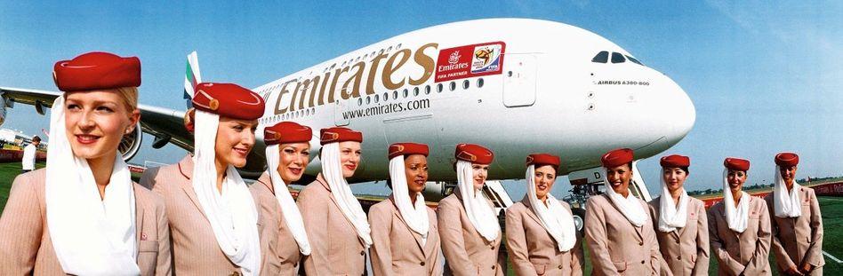 Emirates-Stewardessen vor einem A380: »Das sind Monster-Airlines«