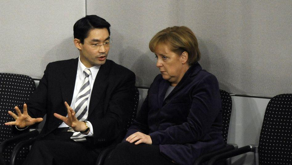 Gesundheitsminister Rösler, Kanzlerin Merkel: Hat er die nötige Härte?