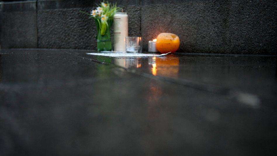 Kerzen, Blumen und ein Brief: Lüttich trauert um die Opfer des Anschlags