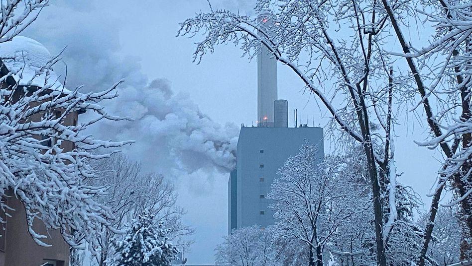 Kraftwerk des Betreibers Uniper: Flammen in 80 Metern Höhe