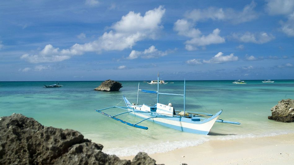 Boot am Dinivid-Strand auf Boracay