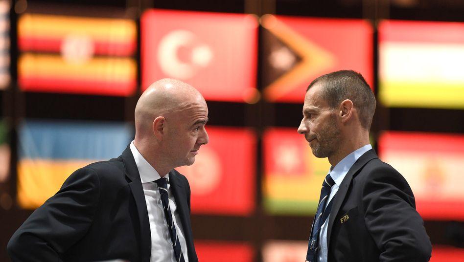 Fiifa-Chef Gianni Infantino(l.), Uefa-Präsident Aleksander Čeferin - der ist derzeit in einer guten Position