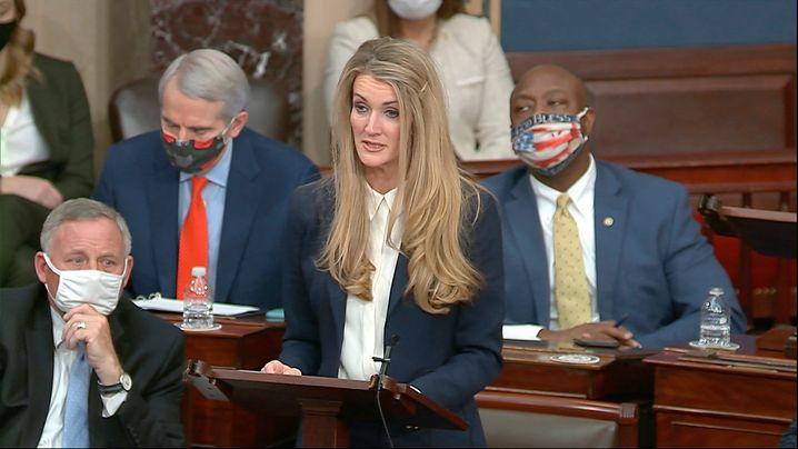 Kelly Loeffler im Senat: »Es gibt keine Entschuldigung für die Ereignisse, die heute in diesen Kammern stattgefunden haben«