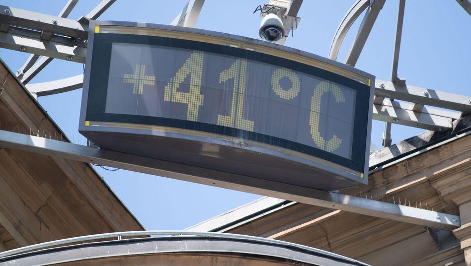 Temperaturanzeige am 25. Juli 2019 in Stuttgart: Hitzewellen sind eine tödliche Gefahr