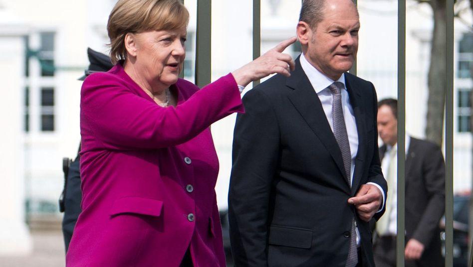Bundeskanzlerin Merkel (CDU) und Finanzminister Olaf Scholz (SPD) in Meseberg
