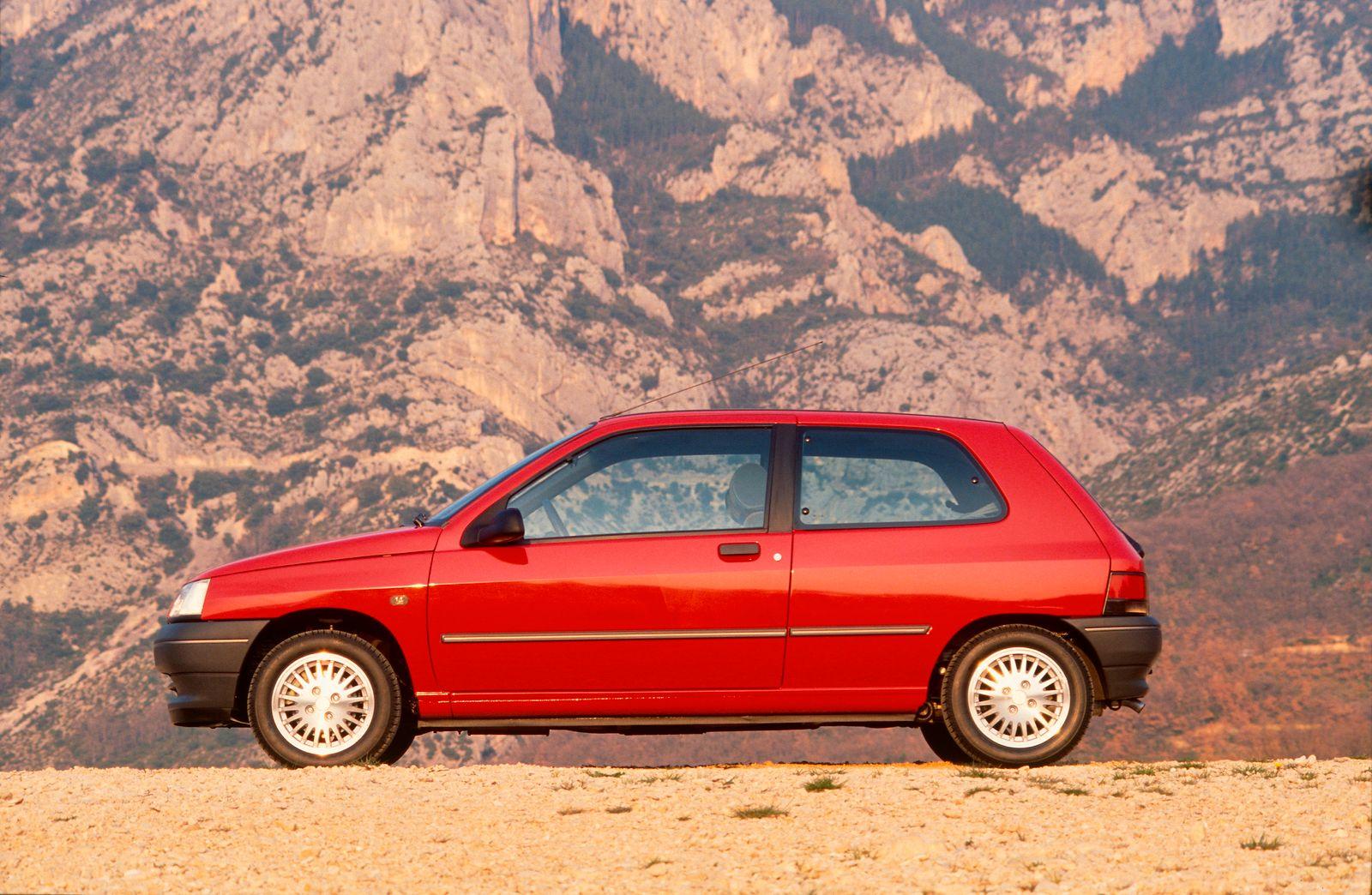 RENAULT CLIO 1,4 RT 3 DOOR - 91 MODEL