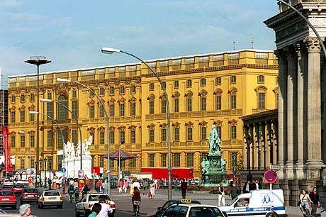 Stadtschloss-Fassade (Installation von 1993): Eine Milliarde für die feudalistische Rekonstruktion
