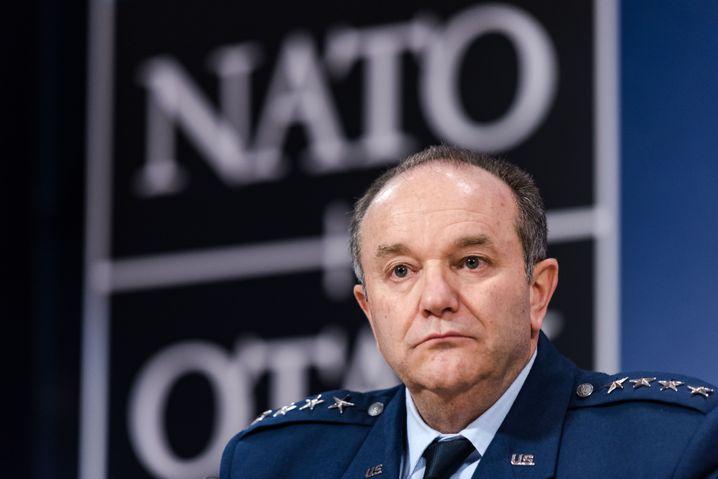 General Philip Breedlove: Ukraine mit Waffensystemen beliefern