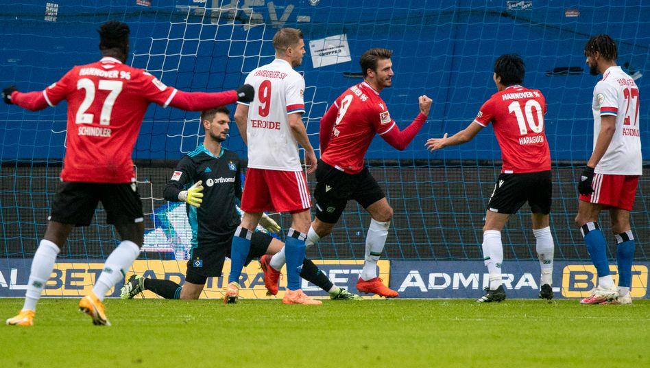 Das 0:1 in Hamburg: Hendrik Weydandt (3. v. r.) hat es erzielt
