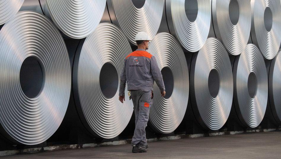 Stahlarbeiter (Symbolbild): 37,8 Millionen Menschen leben hauptsächlich von ihrem Job