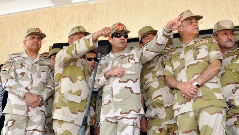 Feldmarschall Sisi (mit Sonnenbrille): Einstimmiges Votum der Armeeführung