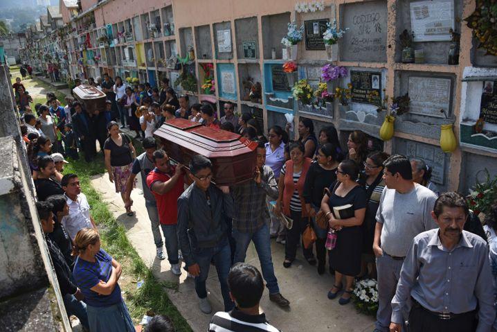 Beerdigungen im Bezirk Santa Catarina Pinula: Noch mehr Tote erwartet