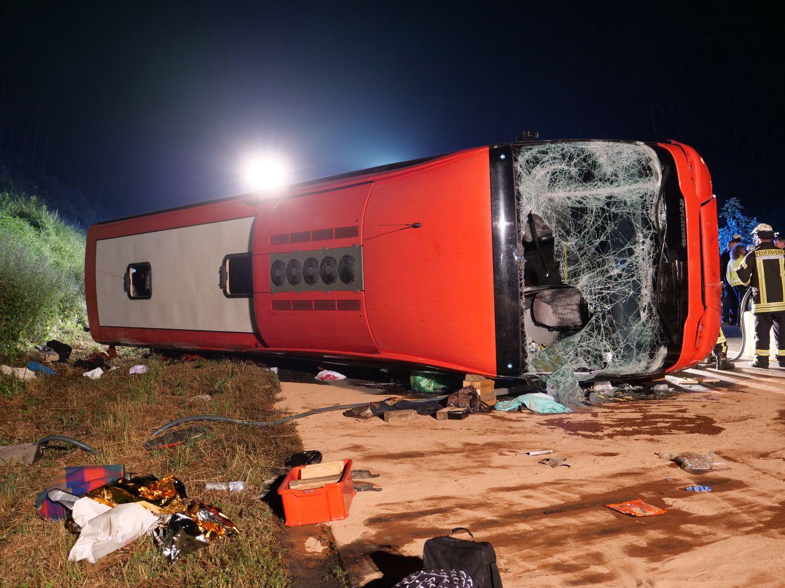 Busunfall auf der A 44 bei Lichtenau