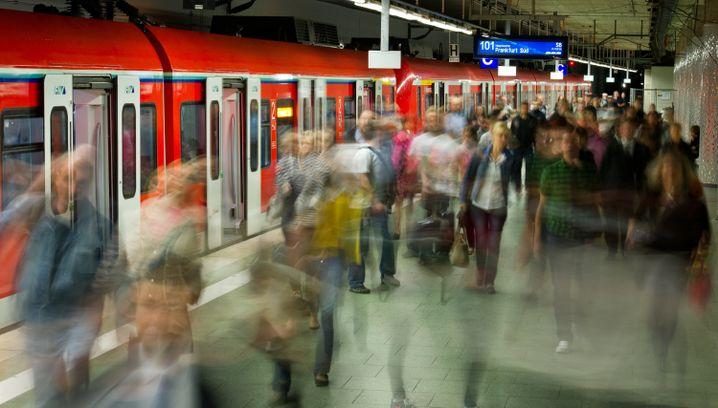 S-Bahn in Frankfurt am Main: Kostenlose Fahrten, um die Zahl der Autos zu reduzieren?