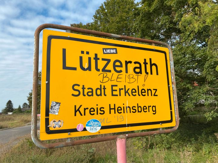 Ortseingang von Lützerath: Früher hieß es: »Hambi bleibt«, jetzt heißt es: »Lützi bleibt«