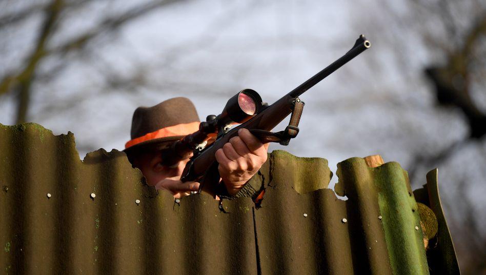 Jäger mit Gewehr (Archivbild)