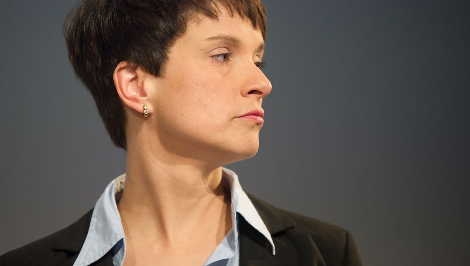 """AfD-Vorsitzende Petry: """"Zur Ultima Ratio gehört der Einsatz von Waffengewalt"""""""