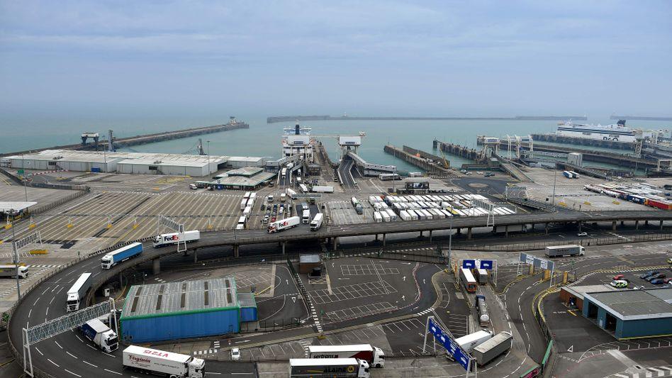 Hafen von Dover: Experten zufolge könnte es bis zu zwei Tage dauern, bis Lastwagen bis an die Grenze vordringen