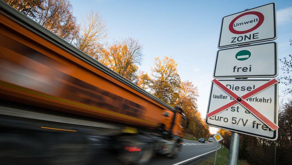 Vorerst freie Fahrt für Diesel: Ein Fahrverbot wie hier in Stuttgart bleibt Aachen vorerst erspart