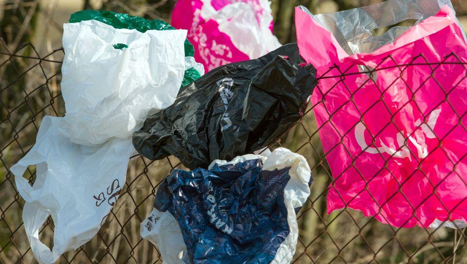 Weggeworfene Plastiktüten