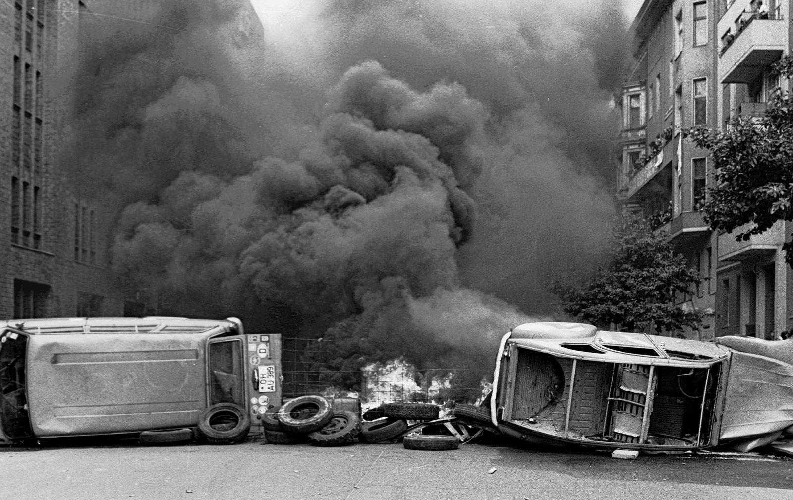 Berlin (West) - Barrikade in Schoeneberg 1981