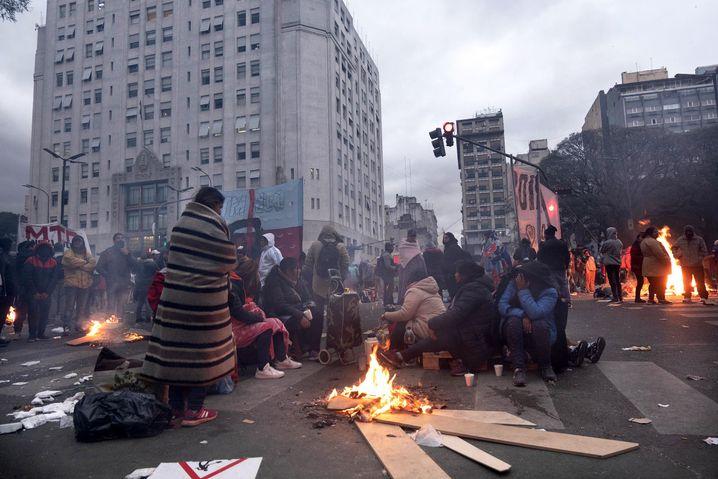 Proteste vor dem Ministerium: Die Menschen fordern ein Ende des Hungers