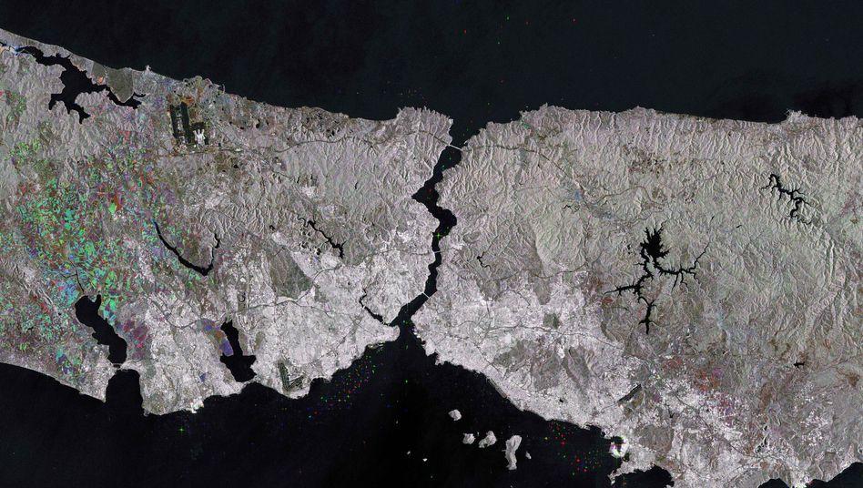 Rechts und links vom Bosporus erstreckt sich Istanbul