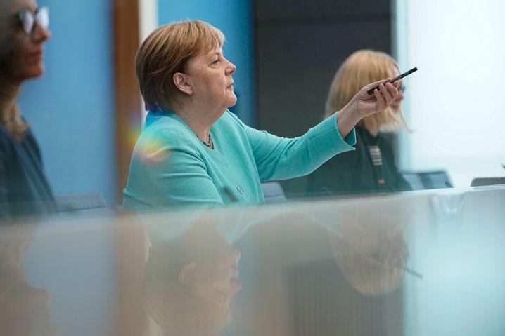 Angela Merkel in der Sommerpressekonferenz. Nicht im Bild: Boris Reitschuster.