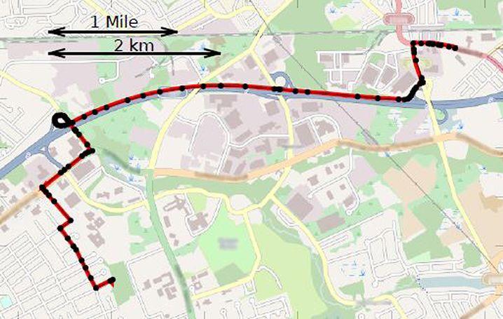 """Passt genau: Mit """"elastic pathing"""" berechnete Route (in Schwarz) stimmt mit tatsächlich gefahrener Strecke (in Rot) überein"""