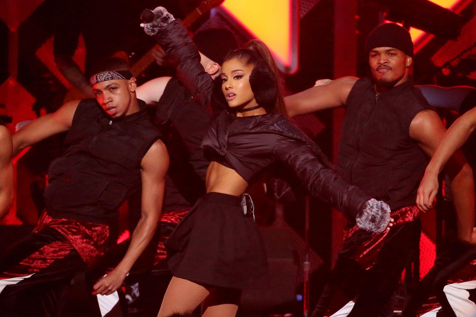 EINMALIGE VERWENDUNG EINMALIGE VERWENDUNG / Ariana Grande