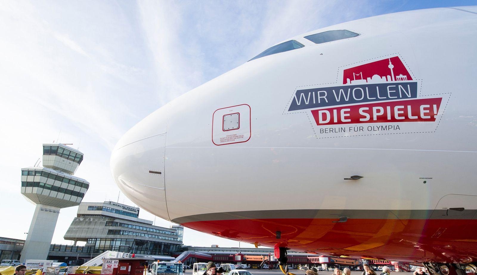 Olympia-Werbeflugzeug in Berlin vorgestellt