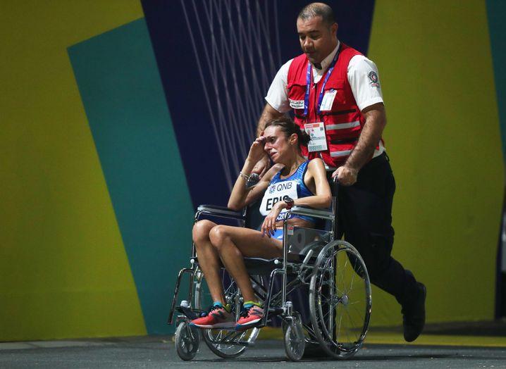 Einige Läuferinnen wie Italiens Giovanna Epis mussten entkräftet aufgeben